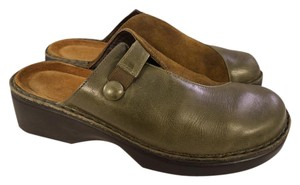 Preload https://item2.tradesy.com/images/naot-brown-and-greentaupe-suede-leather-in-green-color-mulesslides-size-us-9-regular-m-b-21553816-0-1.jpg?width=440&height=440