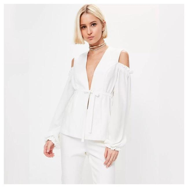 Preload https://item3.tradesy.com/images/off-white-ruffle-cold-shoulder-tie-front-d40-blouse-size-2-xs-21554222-0-0.jpg?width=400&height=650