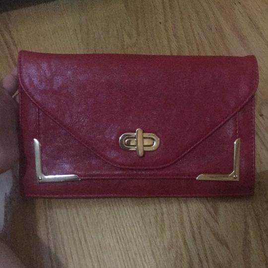 Preload https://item2.tradesy.com/images/urban-expressions-with-gold-shoulder-chain-red-faux-leather-clutch-21554336-0-0.jpg?width=440&height=440