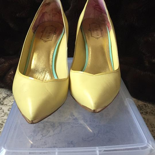 Ted Baker yellow Pumps