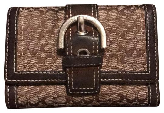 Preload https://item5.tradesy.com/images/coach-brown-classic-buckle-wallet-21554549-0-1.jpg?width=440&height=440