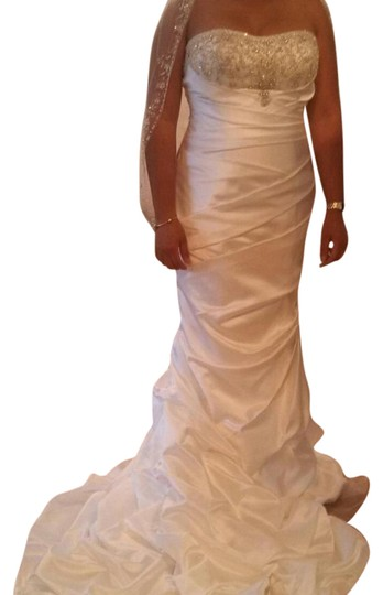 White Strapless Feminine Wedding Dress Size 4 (S)