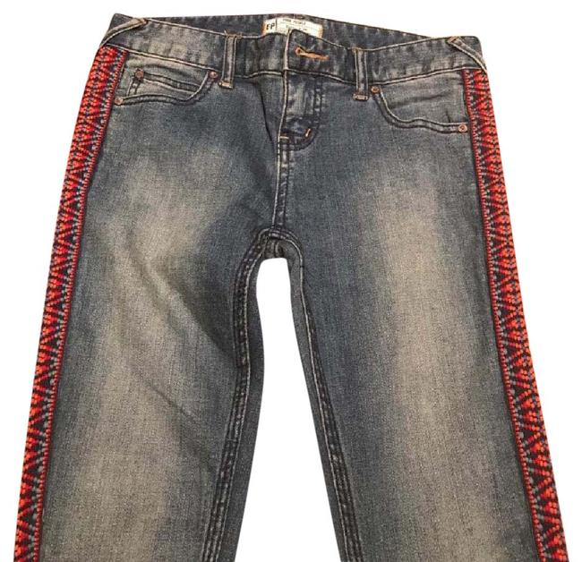 Preload https://item1.tradesy.com/images/free-people-light-wash-skinny-jeans-size-26-2-xs-21555020-0-1.jpg?width=400&height=650