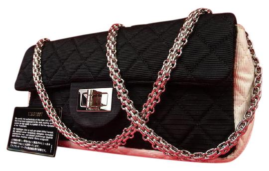 Preload https://item3.tradesy.com/images/chanel-255-reissue-bicolor-quilted-flap-q219133-black-x-white-cotton-canvas-shoulder-bag-21555037-0-1.jpg?width=440&height=440
