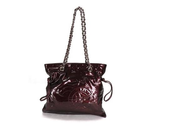 Preload https://item4.tradesy.com/images/chanel-burgundy-cc-chain-tote-219767-bordeaux-patent-leather-shoulder-bag-21555383-0-0.jpg?width=440&height=440