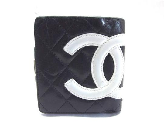 Preload https://img-static.tradesy.com/item/21556117/chanel-black-x-white-cambon-quilted-219426-wallet-0-1-540-540.jpg