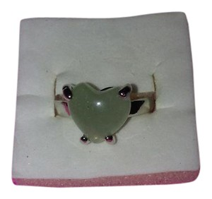 Unbranded Size 7 Silver Plated Ring With a Sage Green Heart Shaped Stone