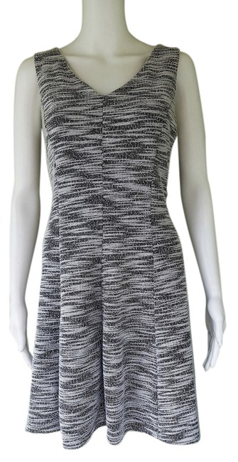 Preload https://item3.tradesy.com/images/the-limited-black-white-stretch-small-s-short-workoffice-dress-size-4-s-21557402-0-2.jpg?width=400&height=650
