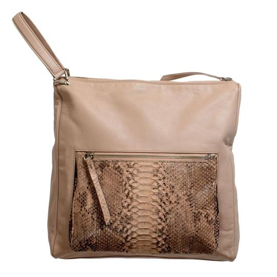 Preload https://item5.tradesy.com/images/maison-margiela-11-women-s-snake-skin-beige-leather-shoulder-bag-21558064-0-0.jpg?width=440&height=440