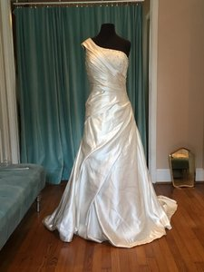 Allure Bridals Ivory Satin and Beaded Lace Ofs-w Traditional Wedding Dress Size 16 (XL, Plus 0x)