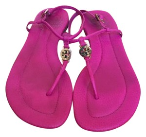 Tory Burch Tumbled Leather Gold Hardware Logo On Center Strap Magenta Sandals