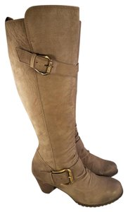 Preload https://item3.tradesy.com/images/paul-green-taupe-dual-buckles-knee-high-made-in-australia-bootsbooties-size-us-7-regular-m-b-21559142-0-2.jpg?width=440&height=440