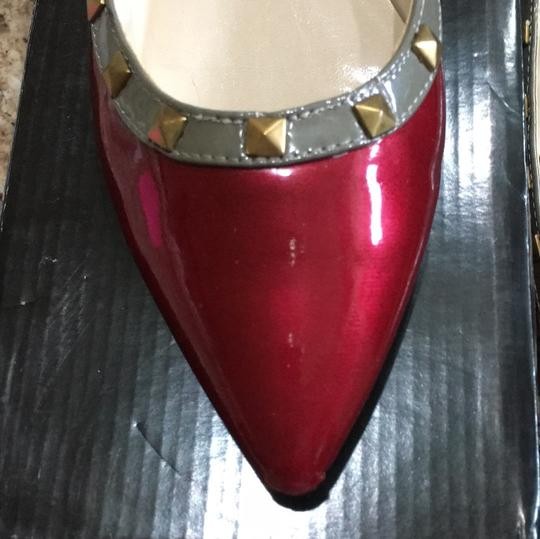 C Label red with kachi green. gold tone grommets. Flats