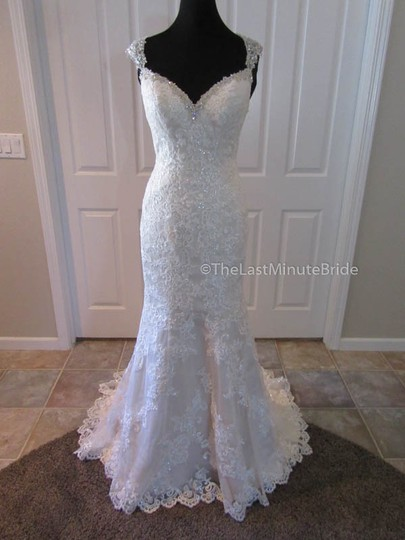 Preload https://item5.tradesy.com/images/stella-york-ivorygold-lace-6105-feminine-wedding-dress-size-8-m-21560324-0-0.jpg?width=440&height=440