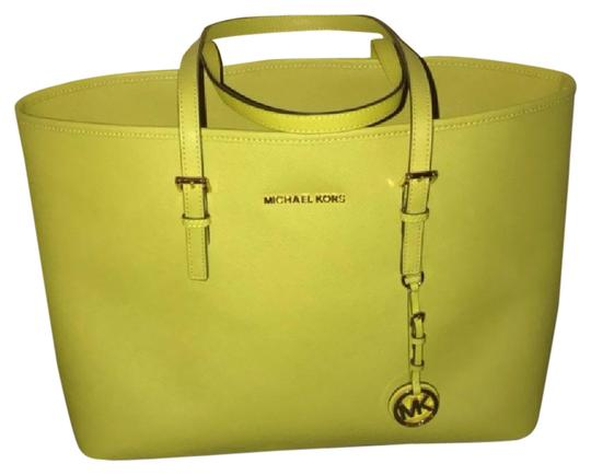 Preload https://item4.tradesy.com/images/jet-set-apple-green-saffiano-leather-tote-21560443-0-2.jpg?width=440&height=440