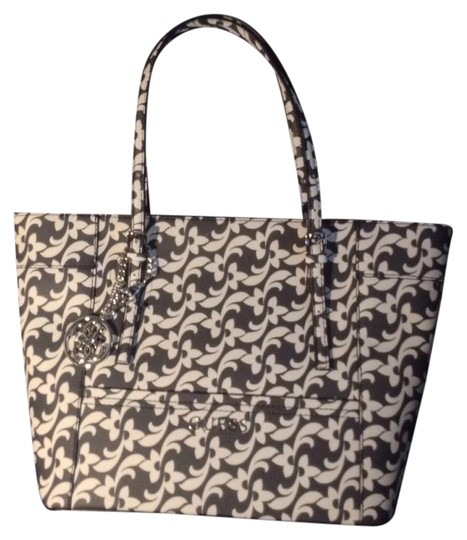 Guess Tote in Black/White
