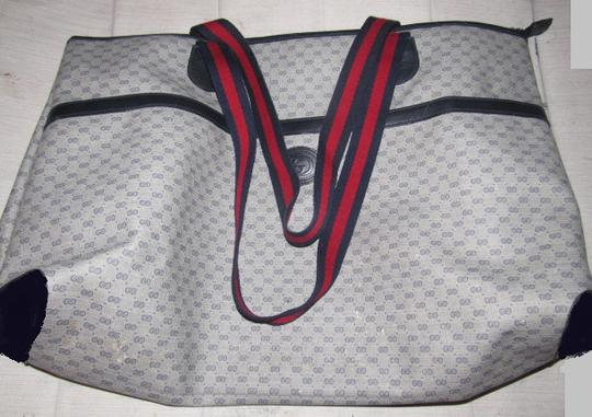 Gucci Print Red/Blue Handles Top Zip/Front Pocket Xl Tote/Overnight Excellent Vintage Tote in shades of blue coated canvas with small G logo/leather/red/navy straps