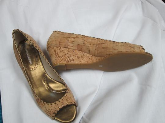 Johnston & Murphy Cork Open Toe Vintage Gold Jean Skirt Pants Dress Sandal Unique Gold Trim Gold Tan Wedges