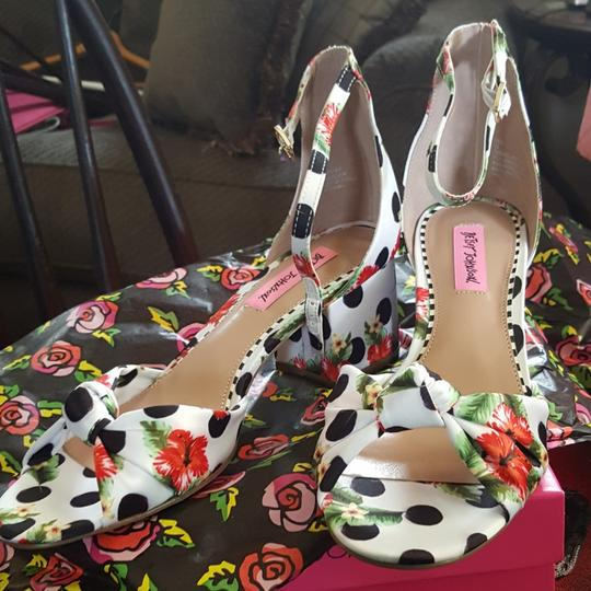 Betsey Johnson Black and white Sandals
