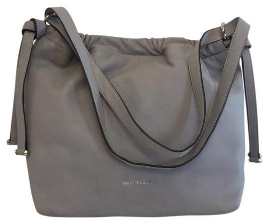 Preload https://item4.tradesy.com/images/michael-kors-tote-gray-leather-shoulder-bag-21563668-0-1.jpg?width=440&height=440