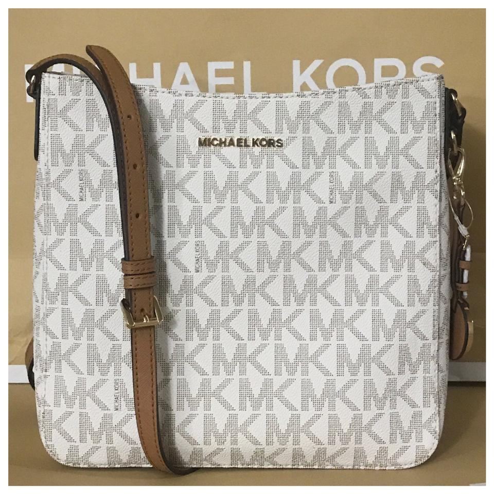 8c276490ecb09 Michael Kors Mk Jet Set Travel Vanilla Messenger Bag - Tradesy