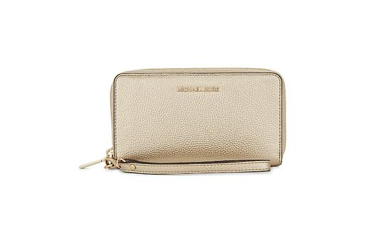 Preload https://item2.tradesy.com/images/michael-kors-gold-mercer-large-flat-multi-function-phone-case-wallet-21564366-0-1.jpg?width=440&height=440