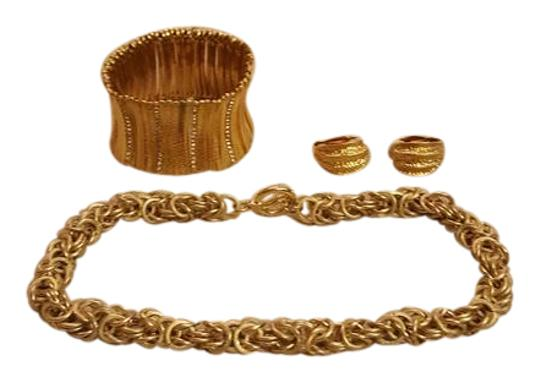 Preload https://item4.tradesy.com/images/gold-costume-necklace-bracelet-and-clip-earrings-21565038-0-2.jpg?width=440&height=440