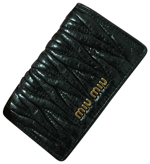 Preload https://img-static.tradesy.com/item/21565186/miu-miu-black-miu-miu-matelasse-card-case-nero-pre-owned-with-authentic-card-box-wallet-0-4-540-540.jpg