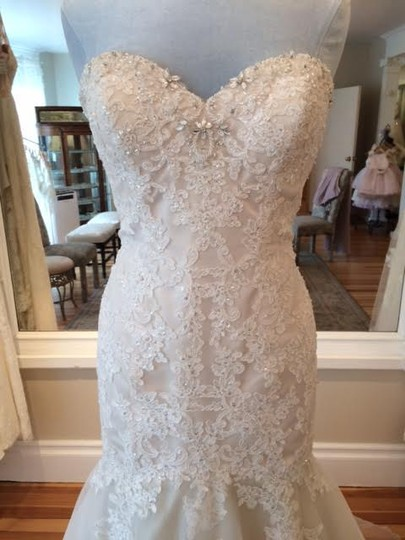 Essense of Australia Ivory/Almond/Champagne Tulle Lace Applique D1900 Formal Wedding Dress Size 10 (M)