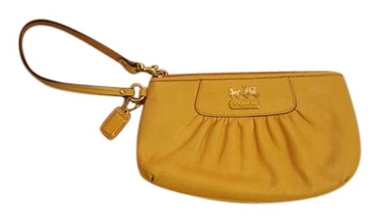 Preload https://img-static.tradesy.com/item/21565804/coach-yellow-leather-wristlet-0-2-540-540.jpg
