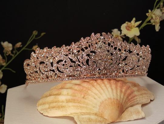Preload https://item1.tradesy.com/images/rose-gold-plated-austrian-crystals-sweet-16-style-tiara-21566155-0-0.jpg?width=440&height=440