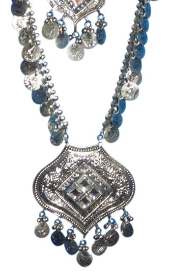 Preload https://img-static.tradesy.com/item/21566189/silvertone-new-lightweight-from-afganistan-necklace-0-2-540-540.jpg