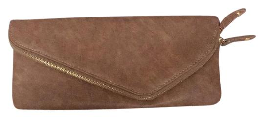 Preload https://img-static.tradesy.com/item/21566328/urban-expressions-with-gold-chain-shoulder-strap-brown-faux-leather-clutch-0-2-540-540.jpg