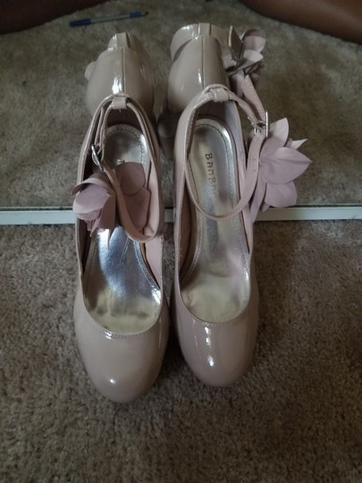 Bamboo Sexy Ankle Strap Flower Textured pale taupe Pumps