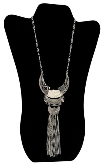 Preload https://item2.tradesy.com/images/silver-tone-cherokee-by-necklace-21567276-0-2.jpg?width=440&height=440