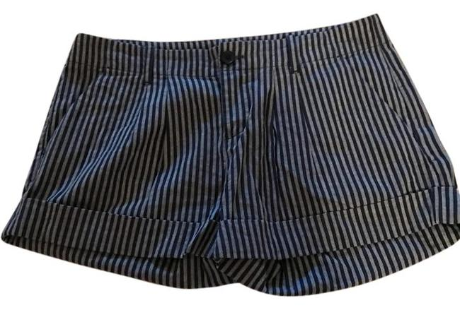 Preload https://item2.tradesy.com/images/joie-blue-and-white-summer-cuffed-shorts-size-2-xs-26-21568941-0-1.jpg?width=400&height=650
