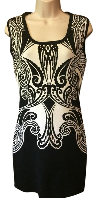 Preload https://item4.tradesy.com/images/guess-black-and-white-bodycon-short-casual-dress-size-8-m-21569528-0-1.jpg?width=400&height=650