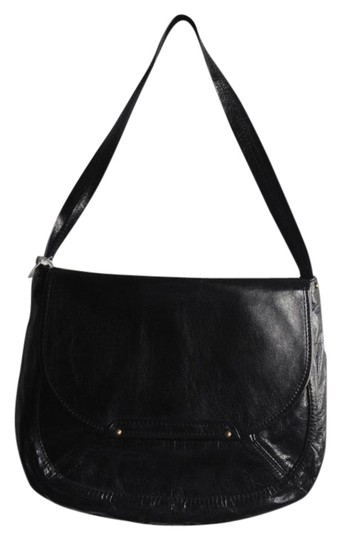 Preload https://item1.tradesy.com/images/simple-and-chic-black-leather-shoulder-bag-21570145-0-1.jpg?width=440&height=440