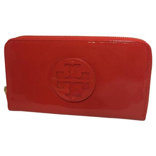 Preload https://item3.tradesy.com/images/tory-burch-red-patent-wallet-21571122-0-0.jpg?width=440&height=440