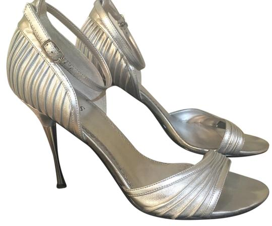 Preload https://item2.tradesy.com/images/guess-stiletto-formal-shoes-size-us-8-regular-m-b-21571391-0-1.jpg?width=440&height=440