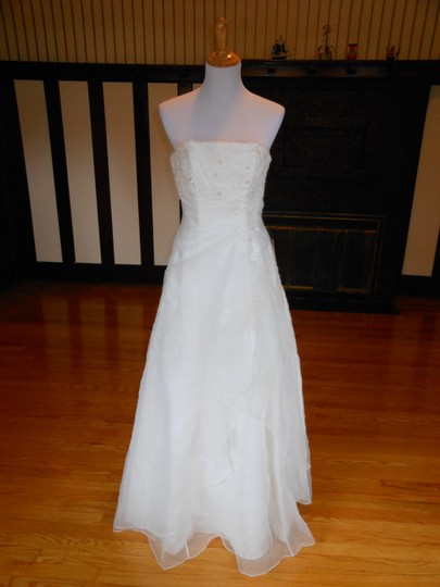 Preload https://img-static.tradesy.com/item/21572018/ivory-hu53602-destination-wedding-dress-size-2-xs-0-0-540-540.jpg