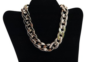Preload https://item5.tradesy.com/images/gold-tone-plastic-necklace-21573324-0-1.jpg?width=440&height=440
