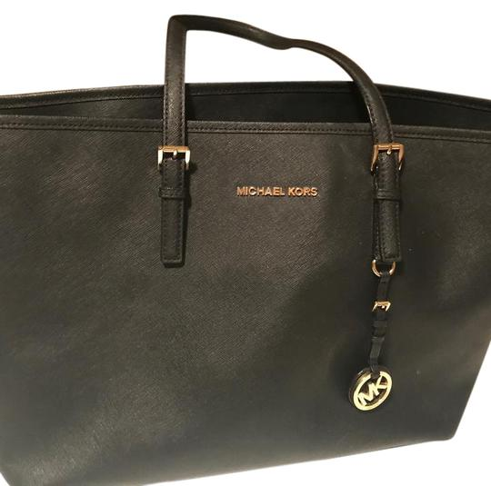 Preload https://item4.tradesy.com/images/michael-kors-jet-set-saffiano-leather-tote-21573618-0-1.jpg?width=440&height=440