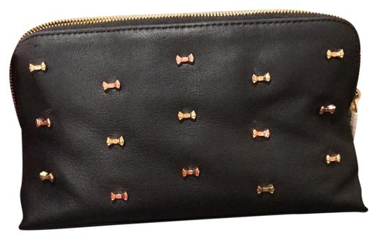 Preload https://img-static.tradesy.com/item/21574584/ted-baker-black-microwbow-leather-wash-cosmetic-bag-0-1-540-540.jpg