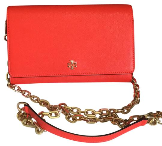Preload https://item1.tradesy.com/images/tory-burch-robinson-wallet-on-chain-red-cross-body-bag-21574765-0-1.jpg?width=440&height=440