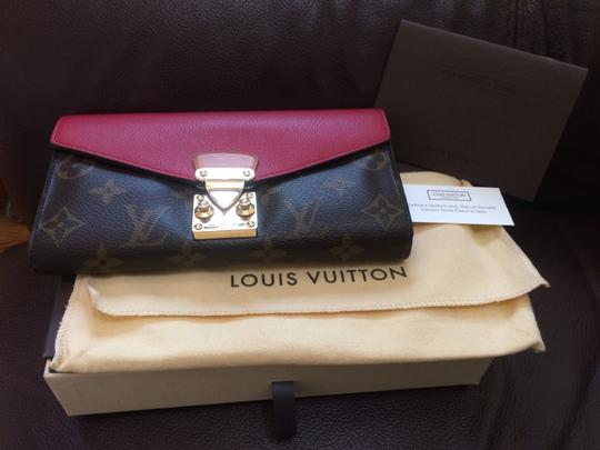 Preload https://img-static.tradesy.com/item/21574790/louis-vuitton-monogram-red-pallas-2014-wallet-0-2-540-540.jpg