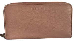 Gucci leather wallet with zipper around