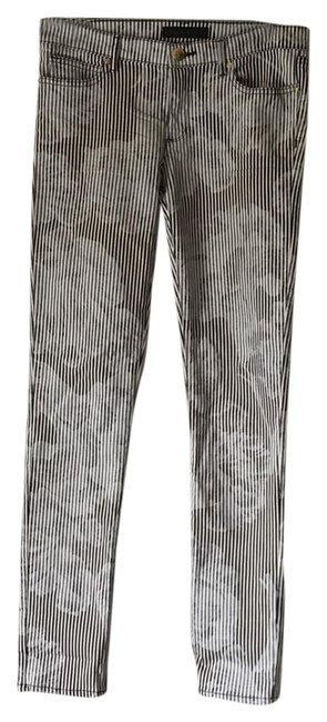 Preload https://item2.tradesy.com/images/juicy-couture-whiegrayblack-foral-print-skinny-jeans-size-29-6-m-21576131-0-1.jpg?width=400&height=650