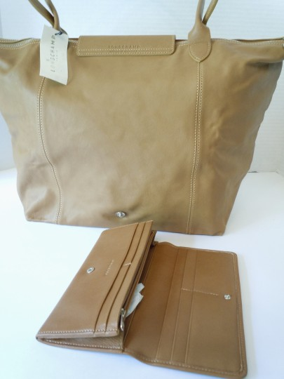 Longchamp Lambskin Tan Wallet Tote in natural brown camel