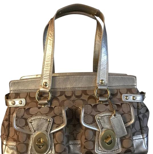 Preload https://img-static.tradesy.com/item/21576286/coach-beigegold-shoulder-bag-0-1-540-540.jpg